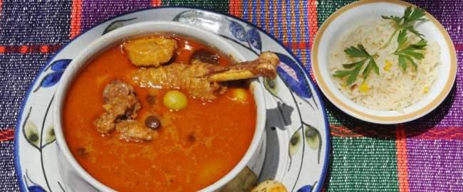 gallo en chicha, comida tipica de el salvador