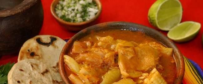 sopa de patas, comida tipica de el salvador