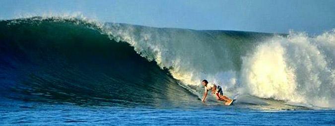 surf en playa el zonte, el salvador